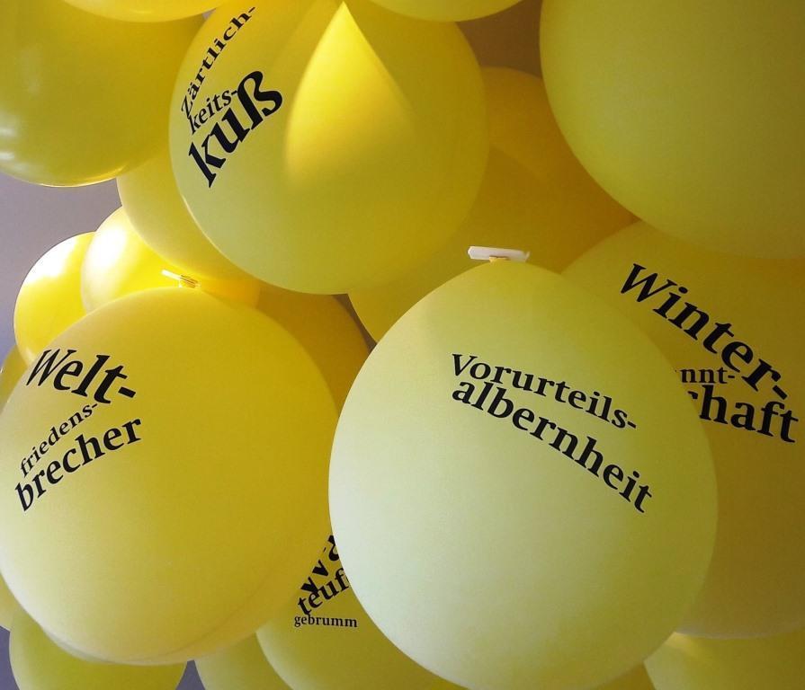 Ballons mit Fonates Worten