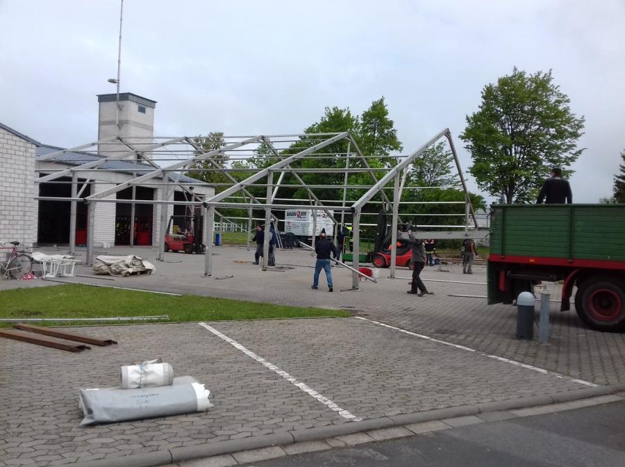 Feuerwehrfest Aufbau Zelt