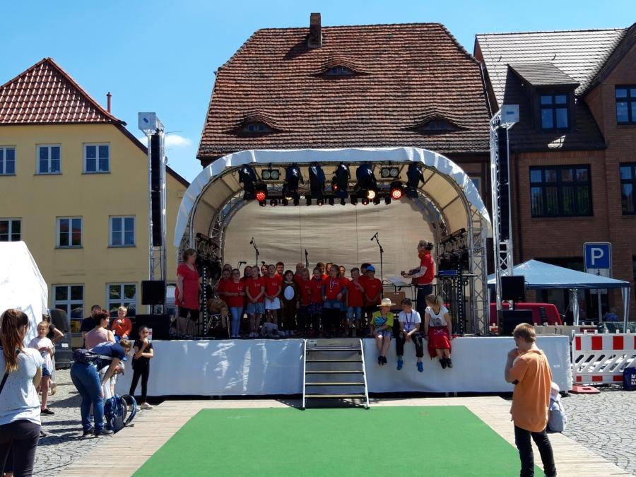 """Chor der Grundschule """"Fritz Reuter"""" Crivitz beim Kinder- und Stadtfest 2019"""