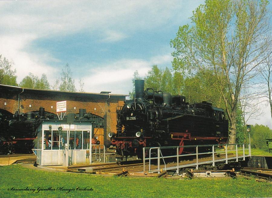 Museumslokomotive 94 2105 auf Drehscheibe im VSE-Eisenbahnmuseum Schwarzenberg