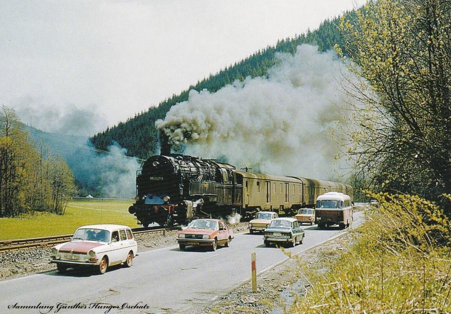 95 0027 (DR) mit Personenzug bei Steinach (Strecke Saalfeld – Probstzella – Sonneberg)
