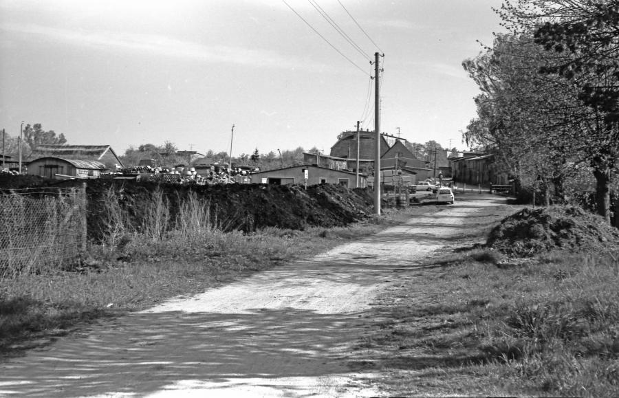 Im Mai 1984 wurde der Hafen ausgebaggert. Der Schlamm kam auf die Wiese am Weg zur Hafenbrücke