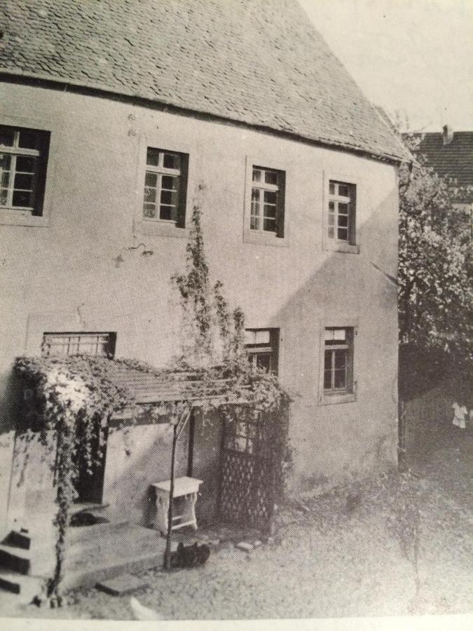 Foto des alten Forsthauses / heute Brunnenplatz / das Gebäude wurde 1964 abgerissen