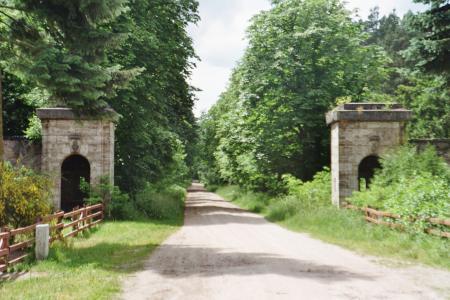 Torhäuser - Einfahrt in die ehemalige Allee