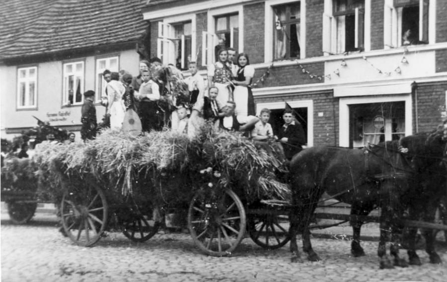 Erntefest in Neukalen 1937 (1)