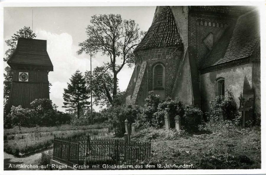 2 Altenkirchen auf Rügen Kirche mit Glockenturm
