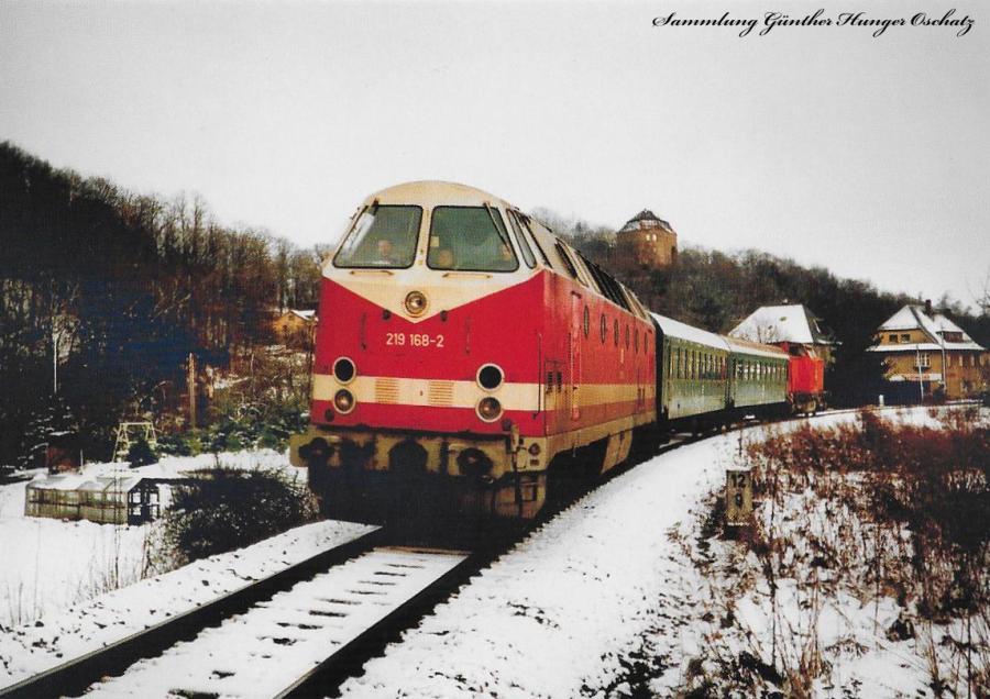 Diesellokomotive 219 168 und Schlusslok 298 047  mit P 5269 hinter Wolkenburg