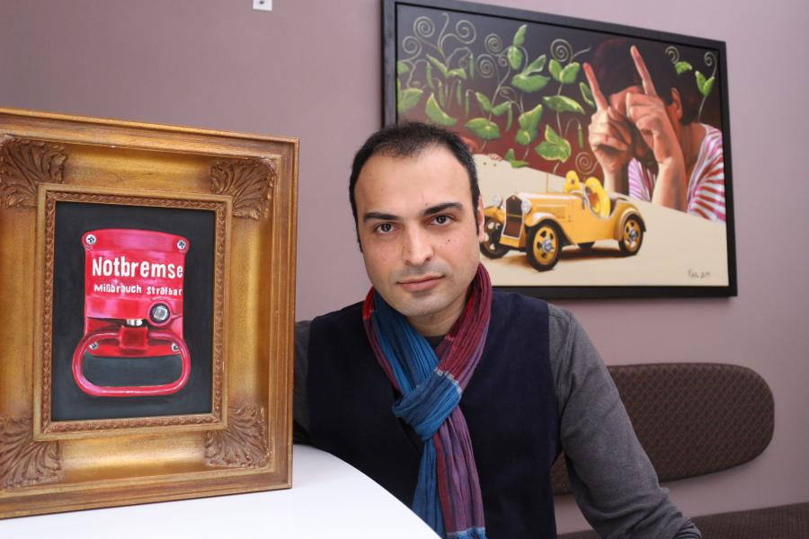 Reza Reza zeigt seine Arbeiten im Info-Punkt Calau.