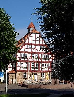 Bild: Rathaus der Stadt im barocken Fachwerkstil