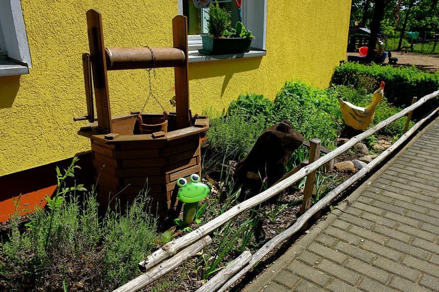 Holzschnitzereien im Märchengarten