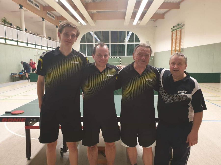 3. Mannschaft Tischtennis: Michael Liebick, Thomas Schulz, Günther Sperl, Horst Schäfer
