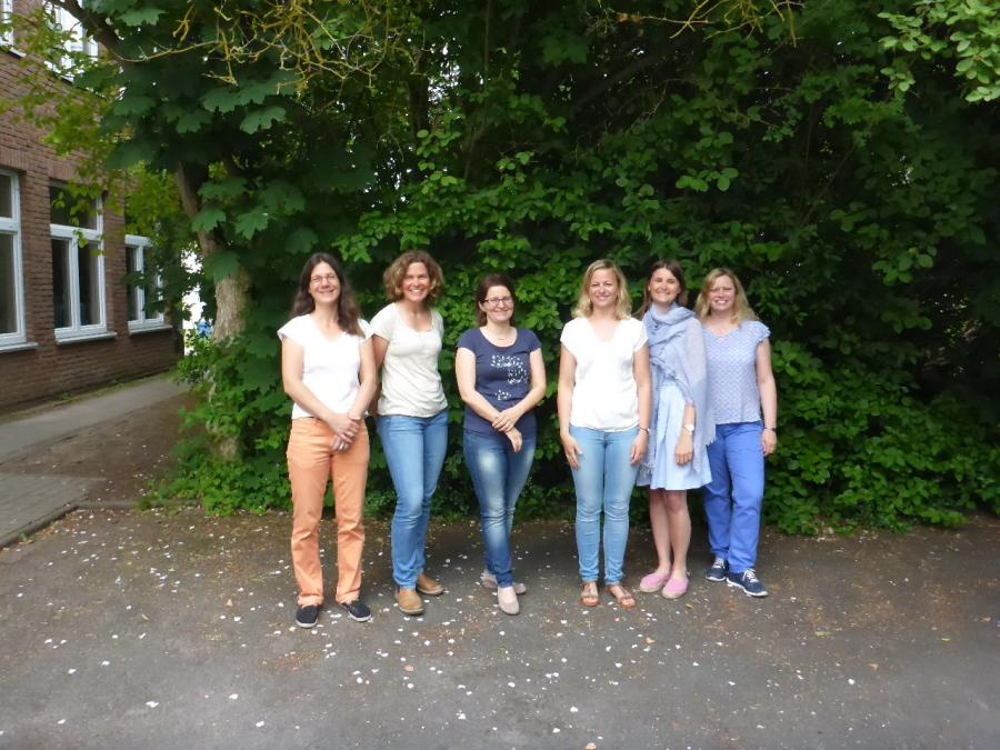 Das Kollegium von links: Frau Großmann, Frau Schriever, Frau Rau, Frau Harke, Frau Olberg und Frau Feuerhahn
