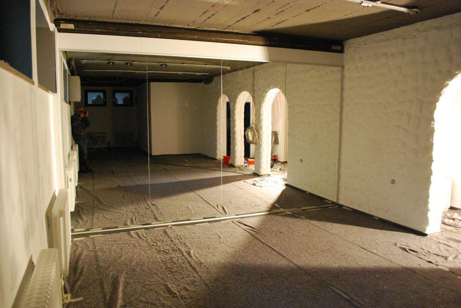 Spiegelwand Fitness-Studio (Bauphase)