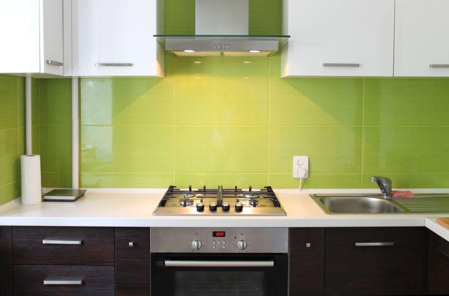 grüne Küchenrückwand aus Glas
