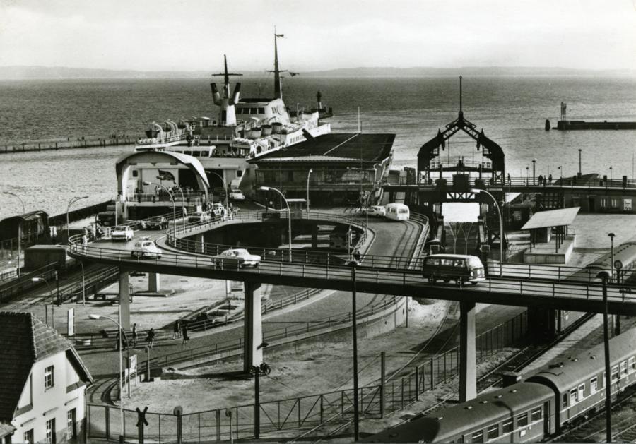 33 Sassnitz 1977 Fährbahnhof