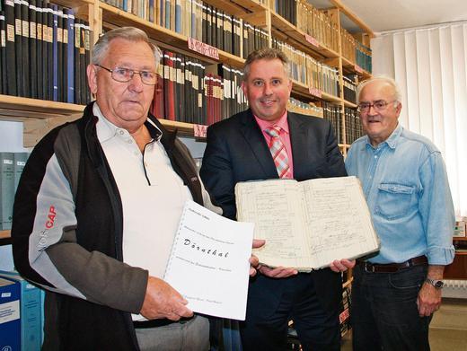 Erster Bürgermeister Stefan Busch zusammen mit Siegfried Geiser und Paul Haueis