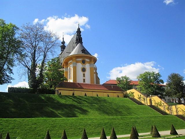 Klosterkirche und Klostergarten von Neuzelle