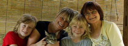 v.l. Louis, Netti (mit UNO) Alfons und Omi
