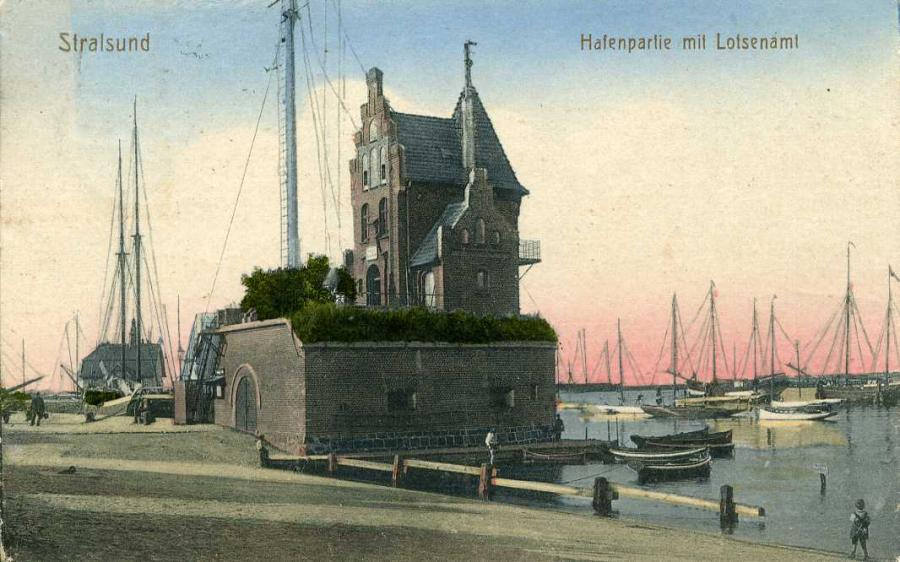 Stralsund Hafenpartie mit Lotsenturm