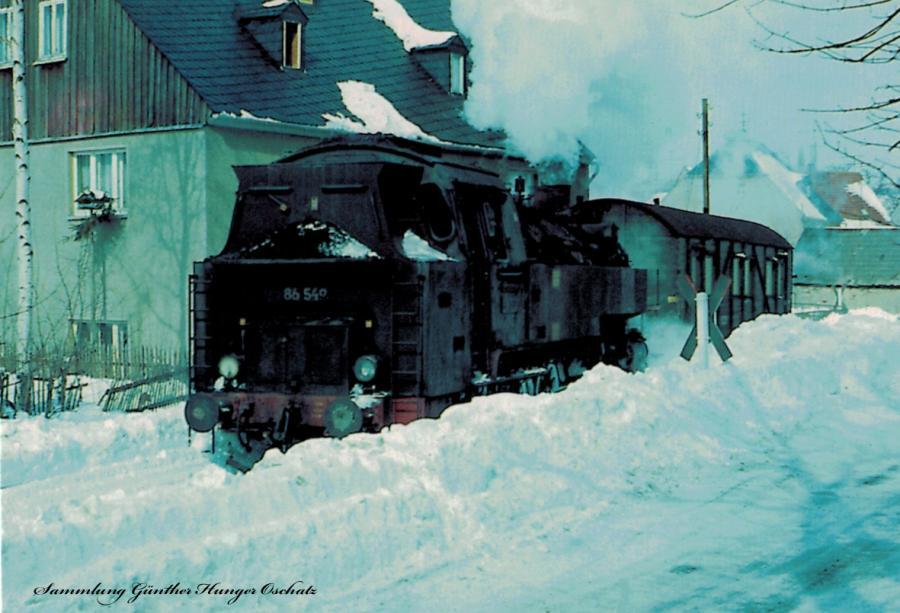 Güterzugdampflokomotive 86 549 mit Personenzug bei Crottendorf