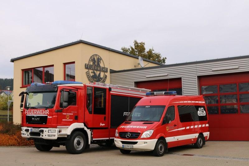 Gerätehaus mit Fahrzeugen