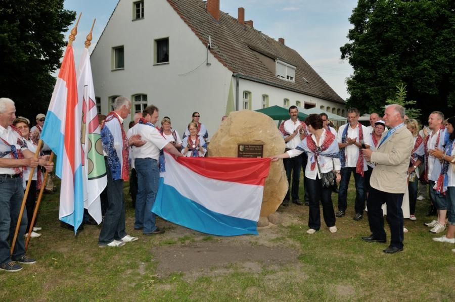 08.06.2013 Einweihung des Freundschaftssteins am Gemeindezentrum Zechin