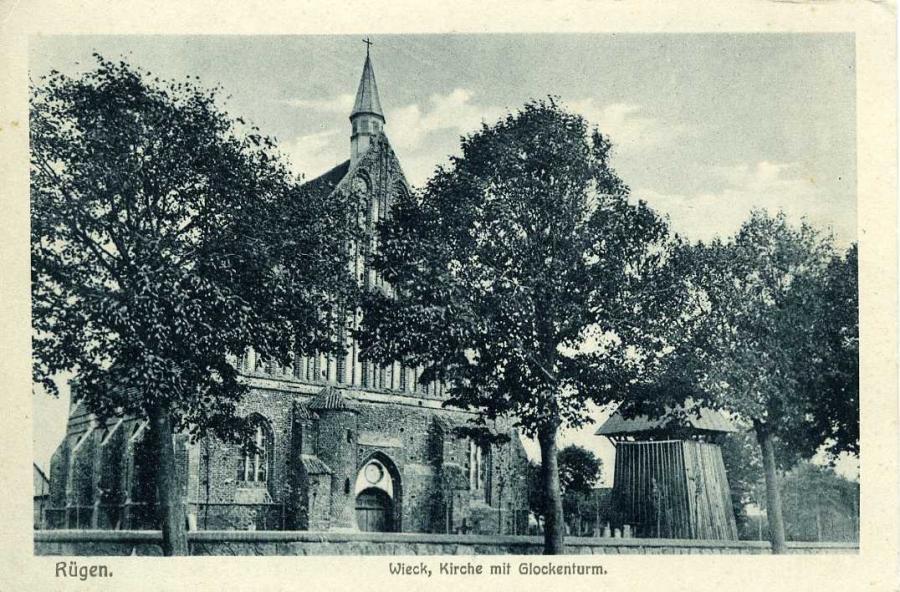 Rügen Wiek Kirtche mit Glockenturm