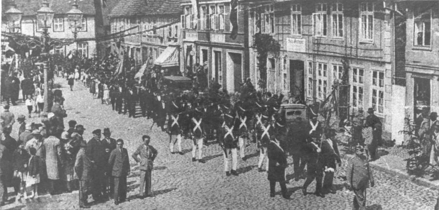 Die alte Bürgergarde im Festzug
