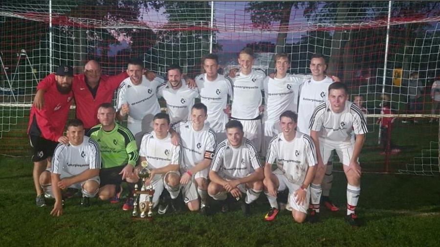 Die Mannschaft der Falkenthaler Füchse holen den 7. Sommercup