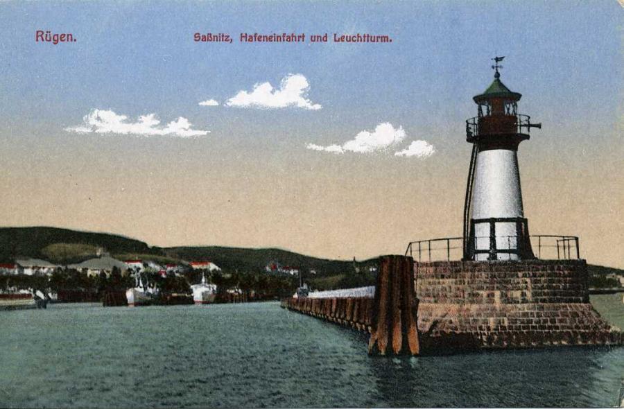 Saßnitz Hafeneinfahrt und Leuchtturm