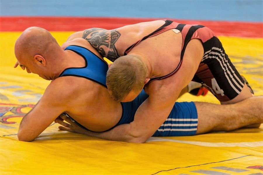 Michael Klages (blau) gegen Martin Huhle (rot)
