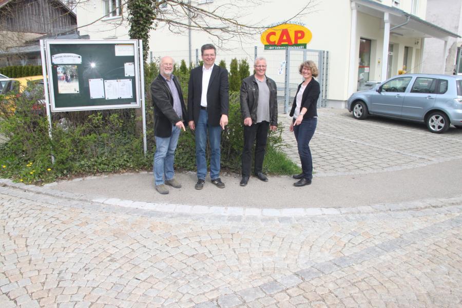 von links: Beppo Haller, Bürgermeister Reinhard Dorn, York Pelz und Elke Rauh