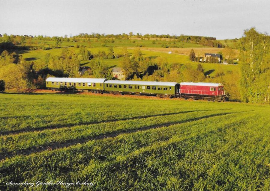 Diesellokomotive 107 018 mit Sonderzug  bei Annaberg-Buchholz Süd