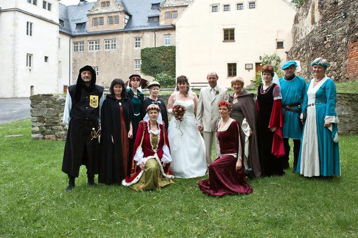 Hochzeit mit Begleiitung im historischen Gewand