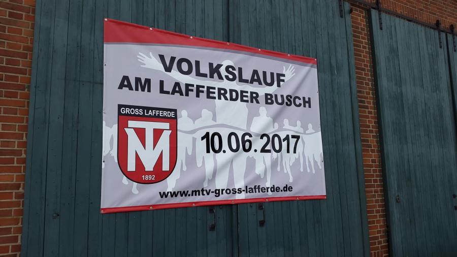 Das Ankündigungsplakat am Ortseingang Groß Lafferde aus Gadenstedt kommend