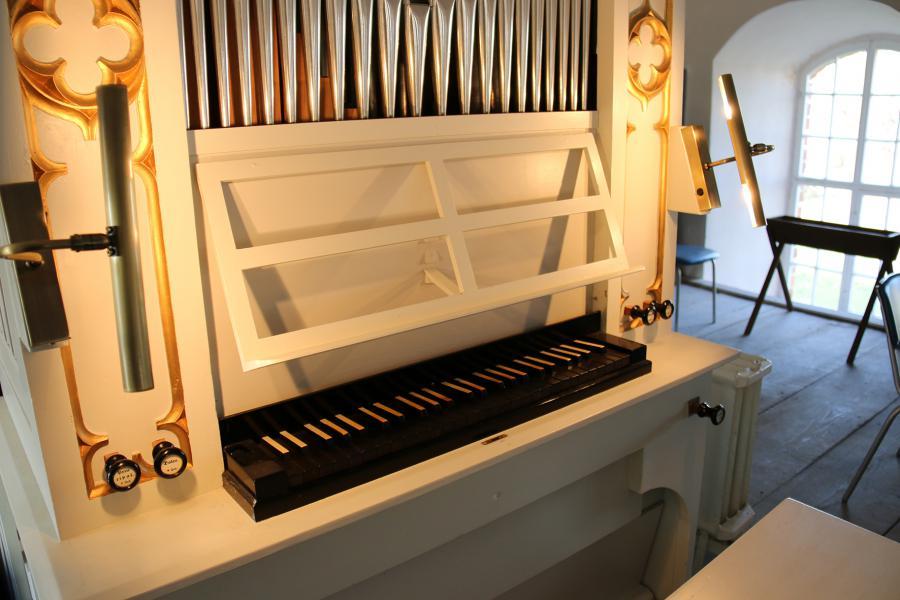 6.6.-orgel-spieltisch.jpg