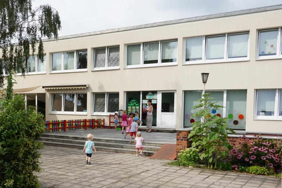 Eingang Kitabereich Haus Kunterbunt