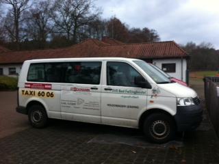 weißer Bus