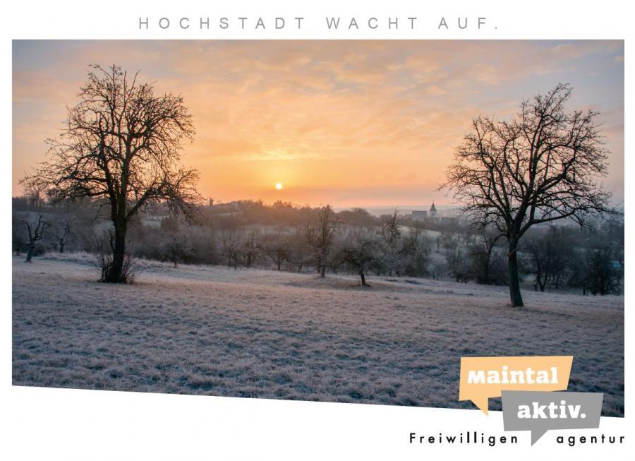 """Link führt zur PDF-Datei der Motiv-Postkarte """"Hochstadt wacht auf"""""""