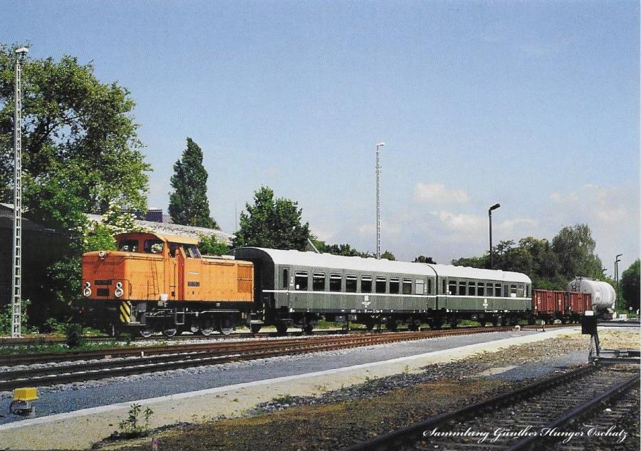 Diesellokomotive 105 015 der OSEF  mit Pmg im Bahnhof Ebersbach