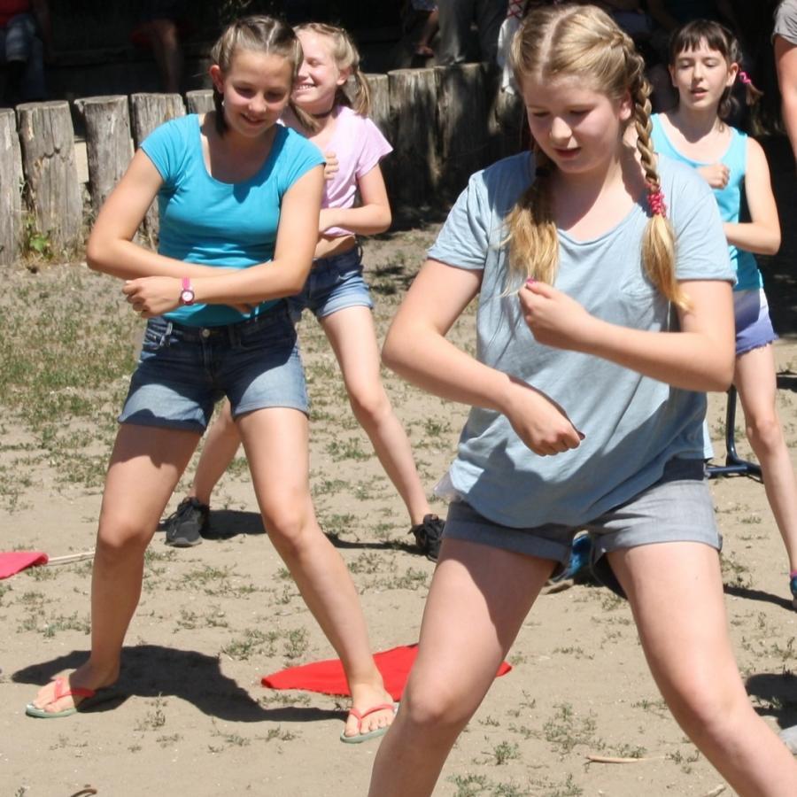 Tanzvorführung der 6. Klasse zum Schuljahresabschluss