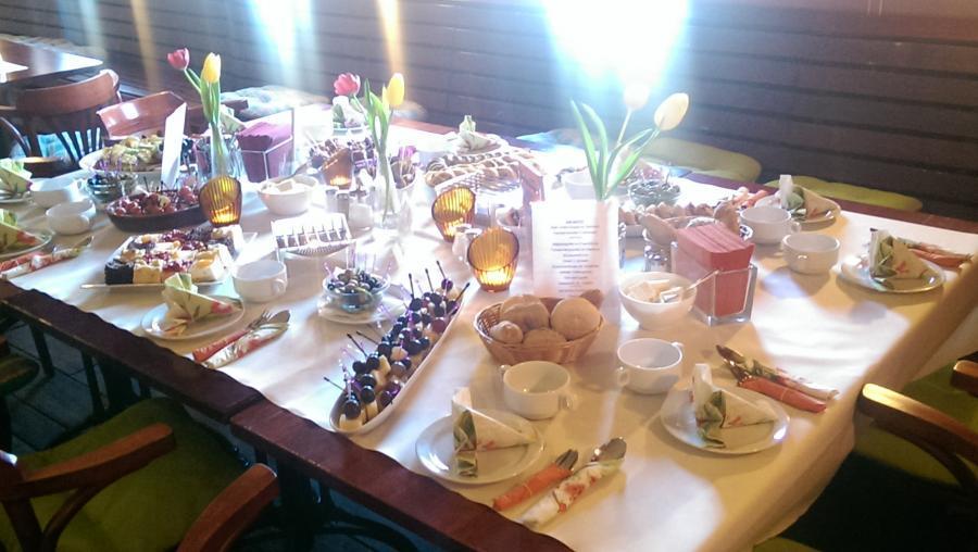 Gedeckter Tisch 11