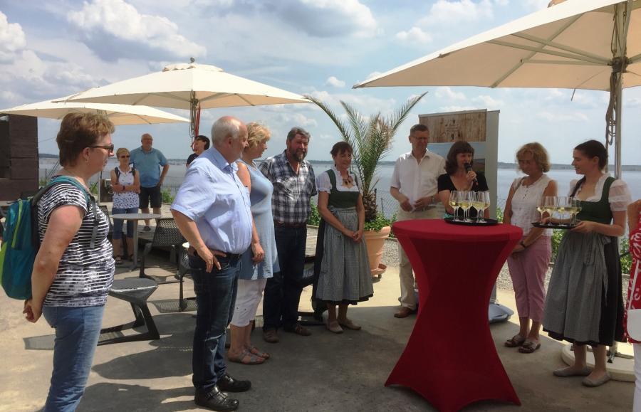 Eröffnungsveranstaltung bei WeinWobar auf den IBA-Terassen am Großräschener Weinberg