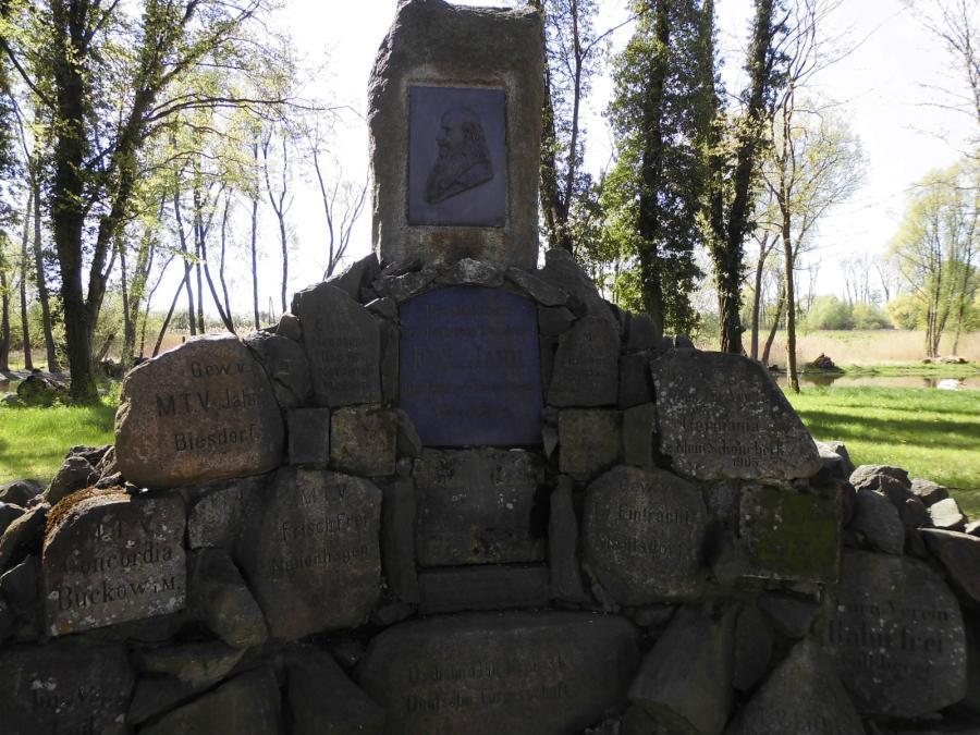 Sportler Denkmal im Park Müncheberg