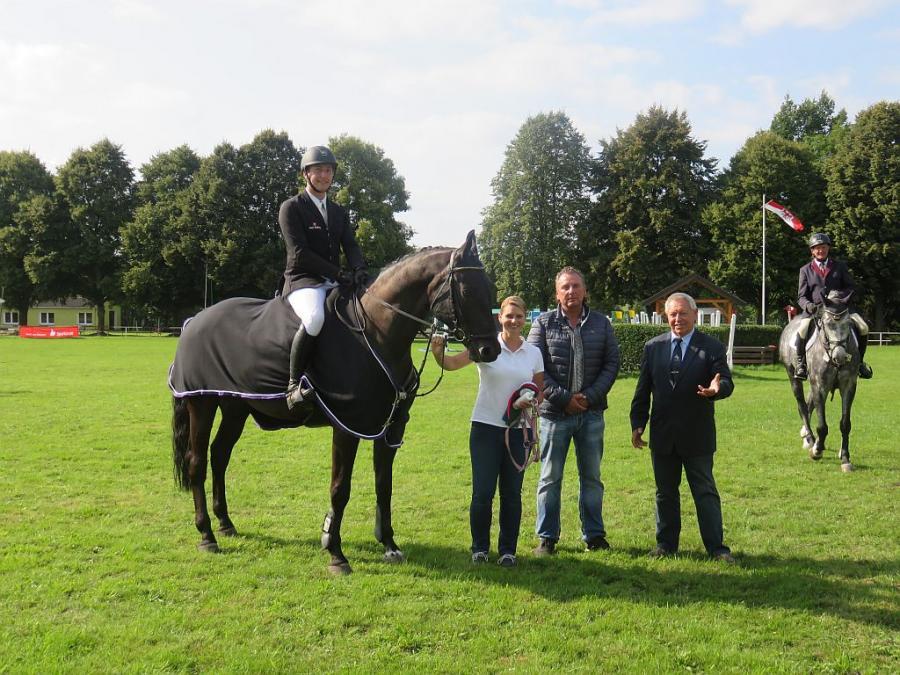 Paul Wiktor- Sieger der Springpferdeprüfung der Klasse M
