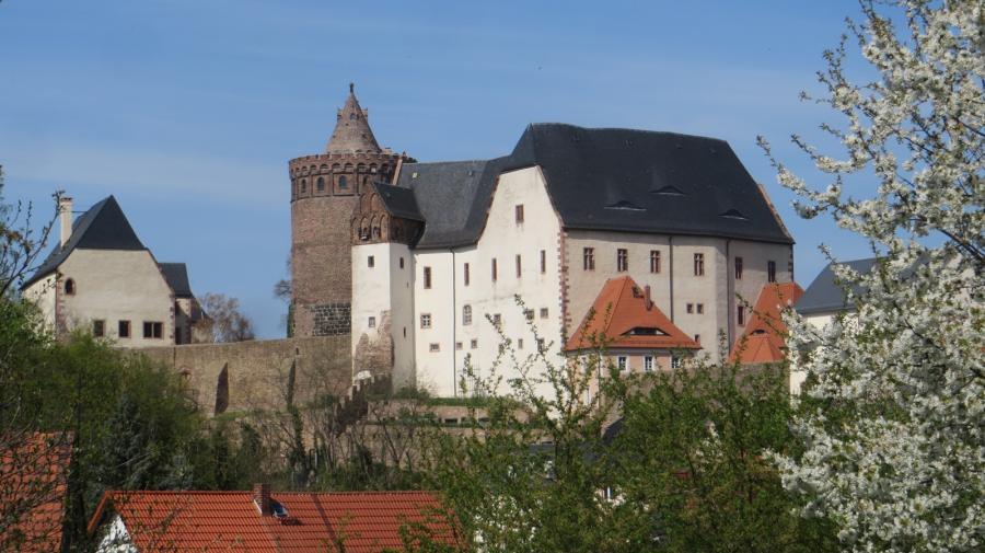 Burg Mildenstein mit Kirschblüten