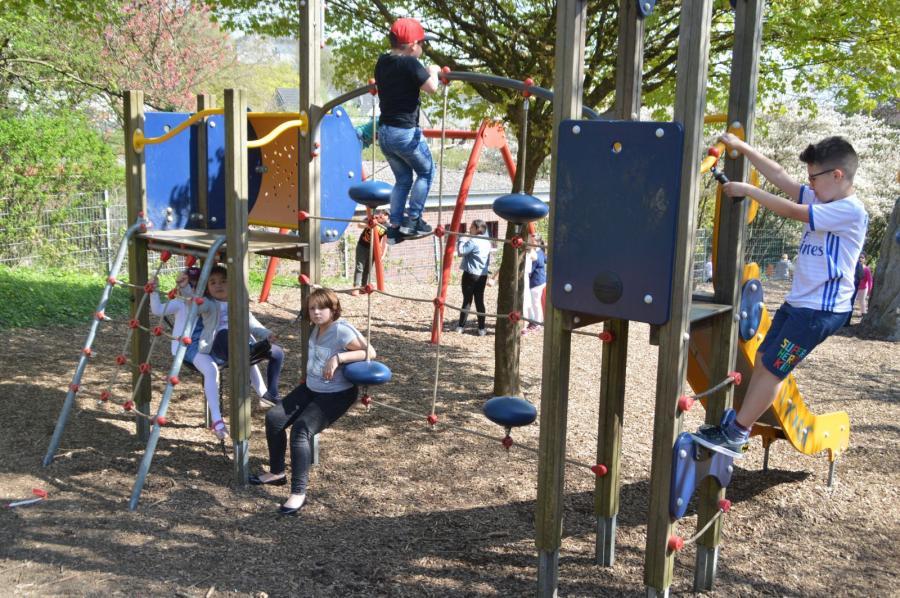 Klettergerät auf dem Spielplatz