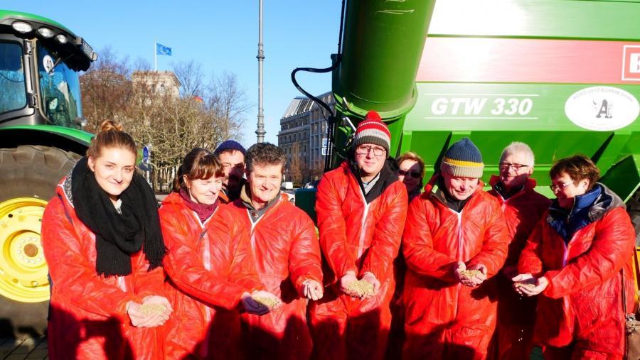 Kundgebung Dialog statt Protest am Brandenburger Tor