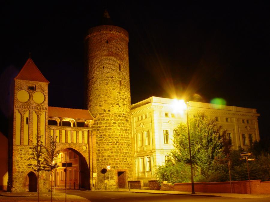 Altstadt bei Nacht (Zinnaer Tor)