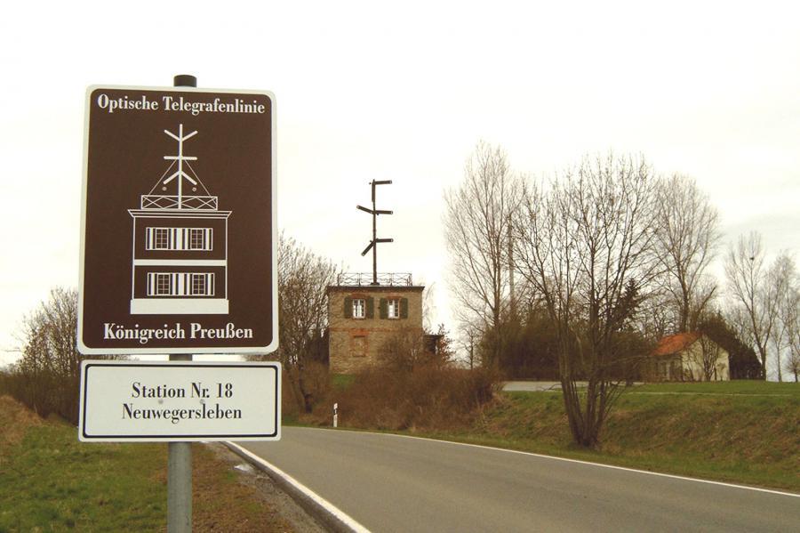 Hinweisschild zur Telegrafenstation Neuwegersleben